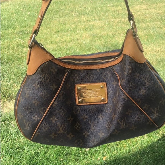 Louis Vuitton Handbags - Louis Vuitton Thames SUPER CUTE!